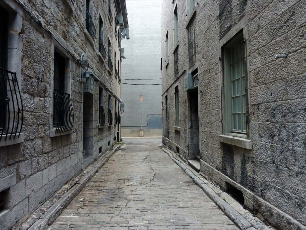 Alley in old Montreal